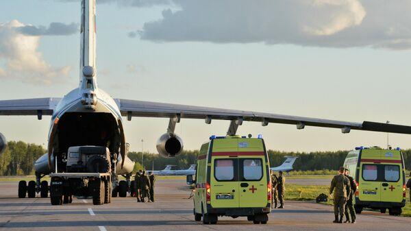 Самолет военно-транспортной авиации ВКС России на военном аэродроме Чкаловский в Московской области