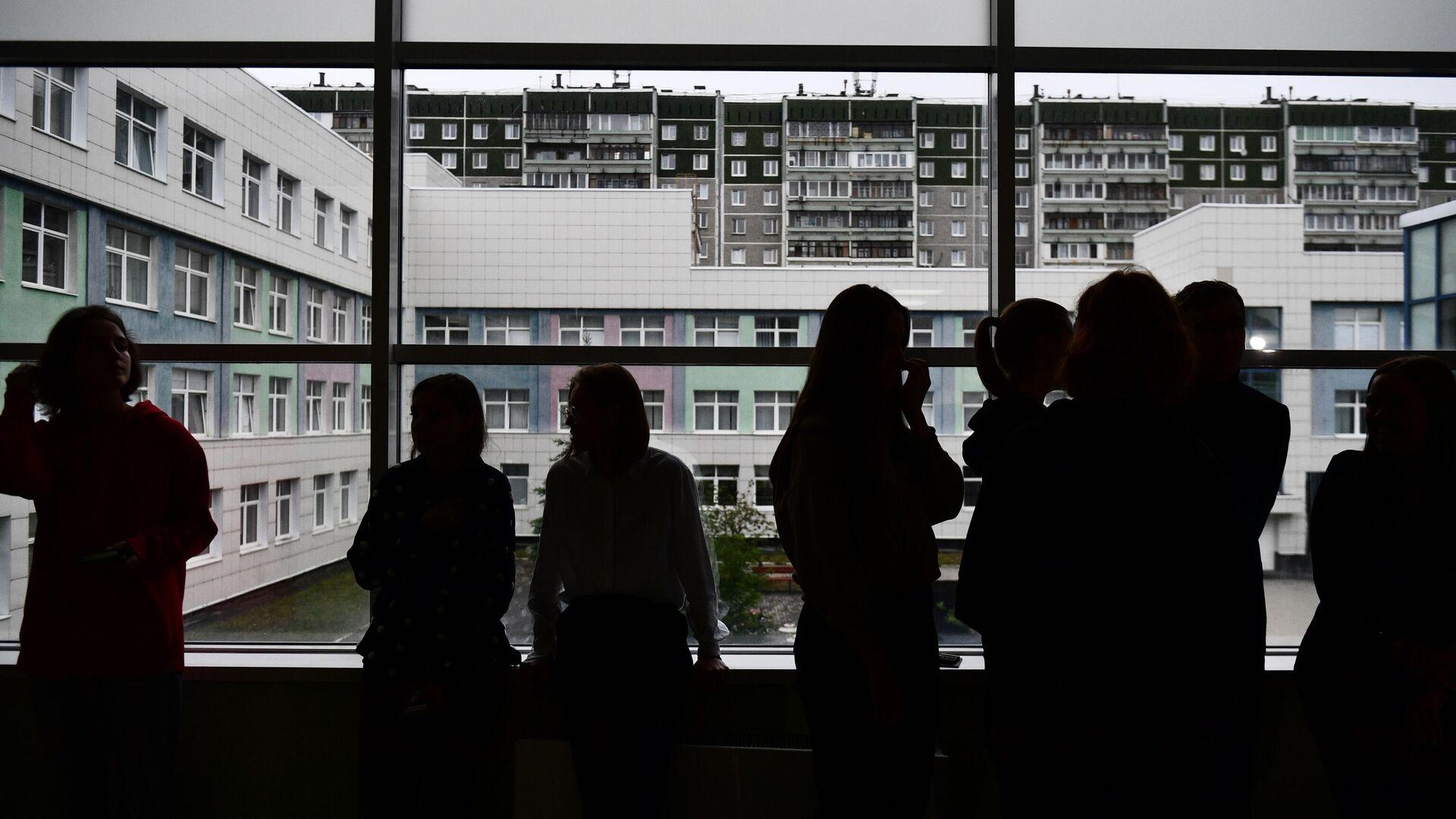 Ученики перед началом ЕГЭ - РИА Новости, 1920, 22.06.2021