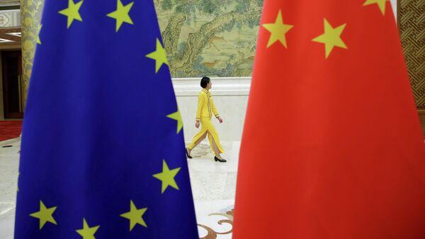 Флаги Евросоюза и Китая в Пекине