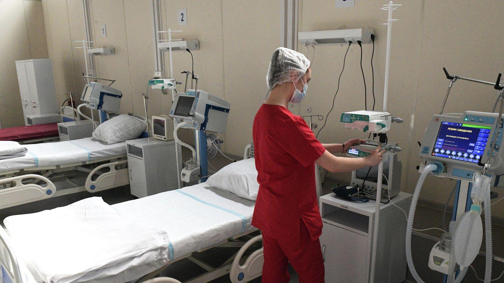 Медицинский работник в отделении реанимации и интенсивной терапии - РИА Новости, 1920, 12.06.2021
