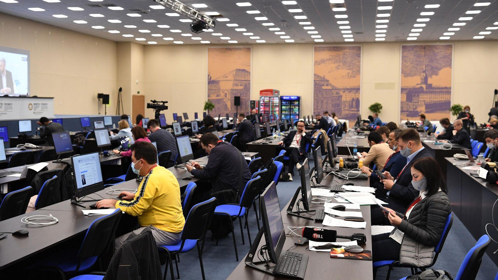 Главный пресс-центр Петербургского международного экономического форума - 2021 в конгрессно-выставочном центре Экспофорум - РИА Новости, 1920, 03.06.2021
