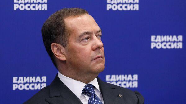 Председатель Единой России Дмитрий Медведев принимает участие во встрече президента РФ Владимира Путина с руководством Единой России