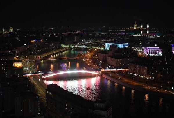 Смоленский метромост, Бородинский мост и мост Богдана Хмельницкого через Москву-реку