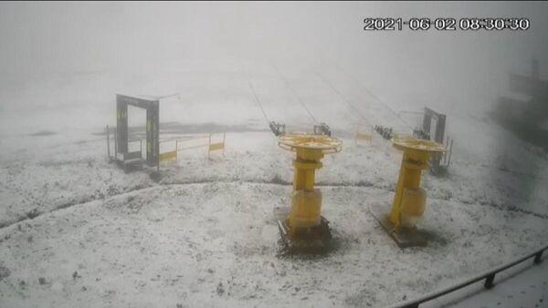 Снег в Западной Турции. Кадр записи с камеры видеонаблюдения