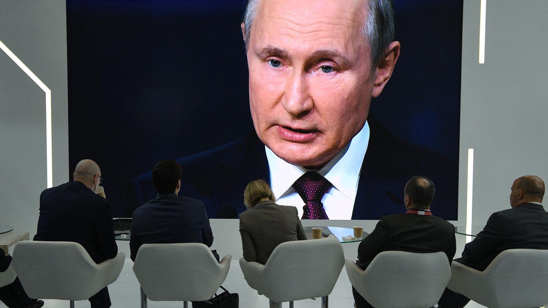 Трансляция выступления президента РФ Владимира Путина на пленарной сессии Петербургского международного экономического форума - 2021 - РИА Новости, 1920, 04.06.2021