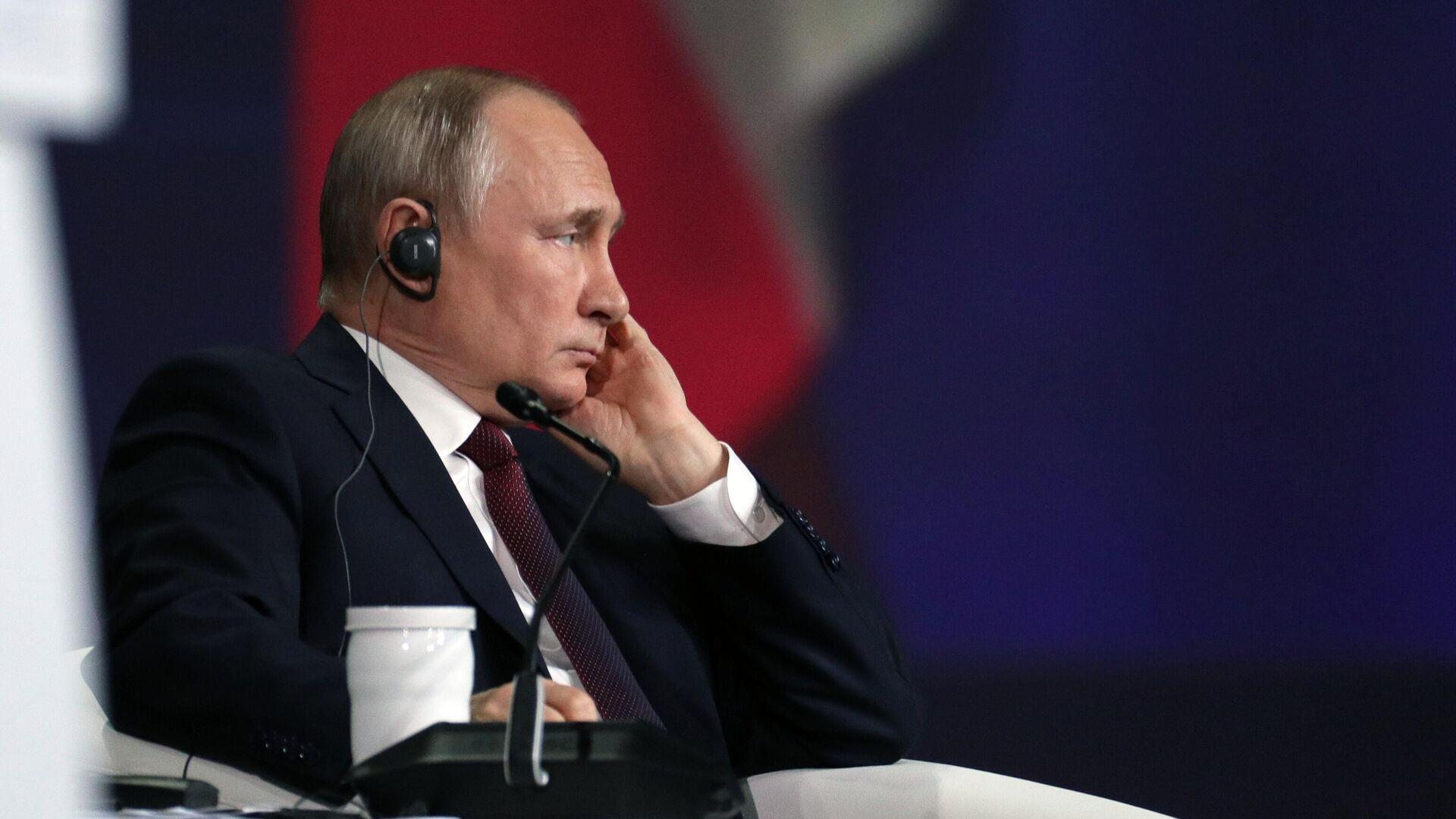 Президент РФ Владимир Путин на пленарном заседании в рамках Петербургского международного экономического форума - 2021 - РИА Новости, 1920, 04.06.2021
