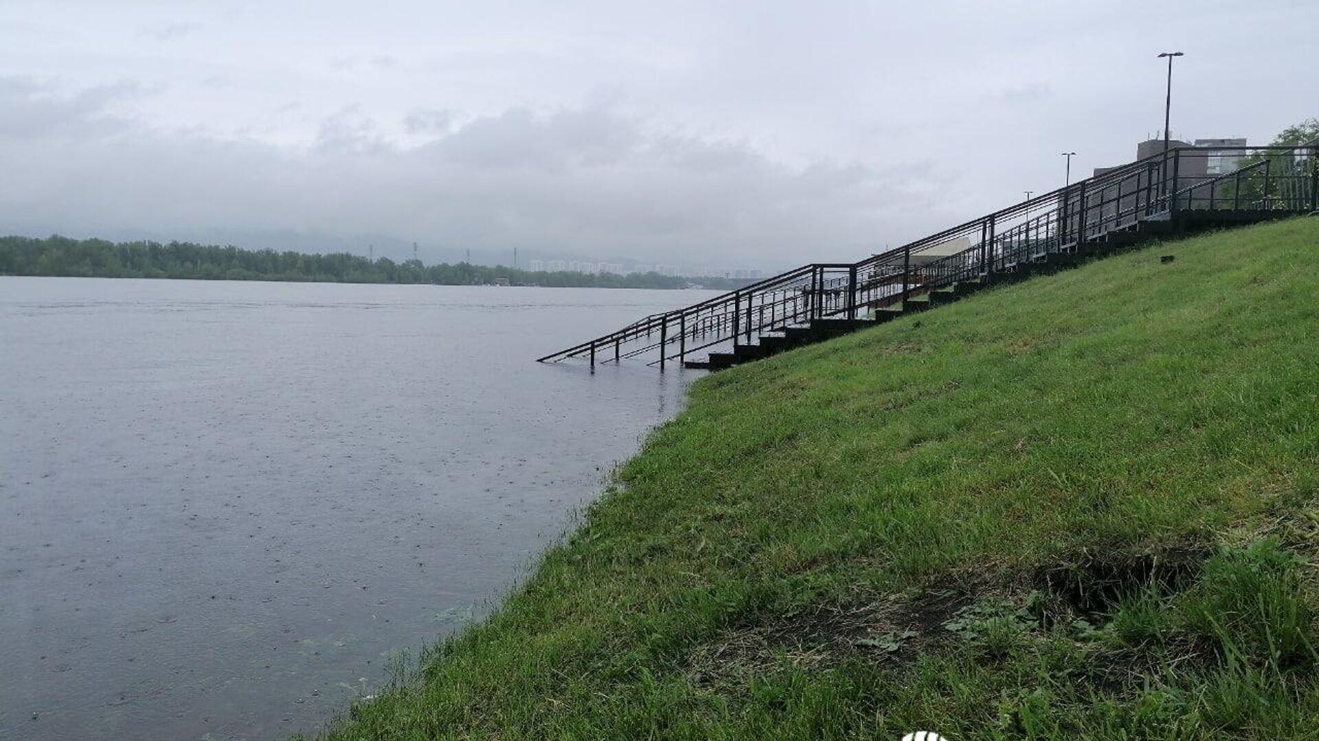 Уровень воды в Енисее в районе Красноярска превысил 450 сантиметров