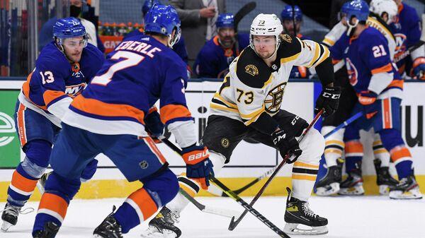 Игровой момент матча Айлендерс с Бостоном в плей-офф Кубка Стэнли.