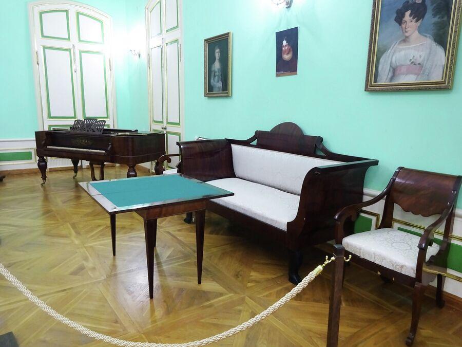 Дом-музей Грибоедова. Парадный зал