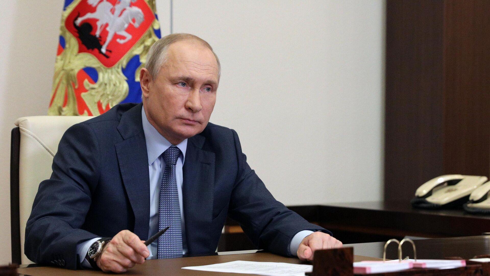 Президент РФ Владимир Путин во время встречи в режиме видеоконференции с представителями социальных организаций - РИА Новости, 1920, 14.06.2021