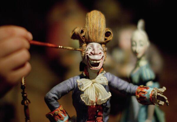 Куклы – персонажи из полнометражного кукольного мультфильма режиссера Станислава Соколова Гофманиада, который снимается на киностудии Союзмультфильм