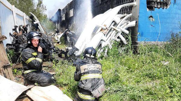 Ликвидация пожара в здании автосервиса на Краснодарском проезде города Хабаровска