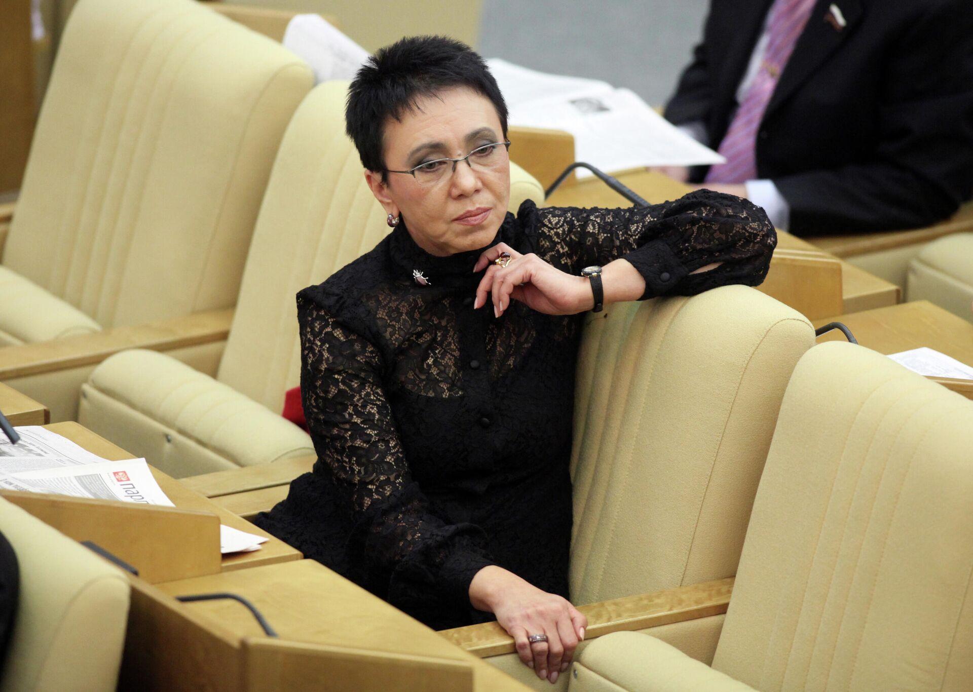 Член Комитета ГД по охране здоровья Лариса Шойгу на пленарном заседании Государственной думы РФ - РИА Новости, 1920, 10.06.2021