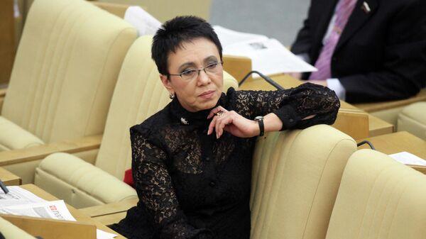 Член Комитета ГД по охране здоровья Лариса Шойгу на пленарном заседании Государственной думы РФ