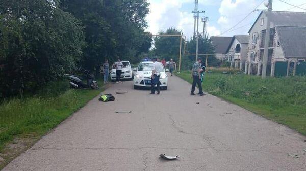 На месте ДТП в Донецке Ростовской области, где 14-летний мотоциклист наехал на четырехлетнюю девочку