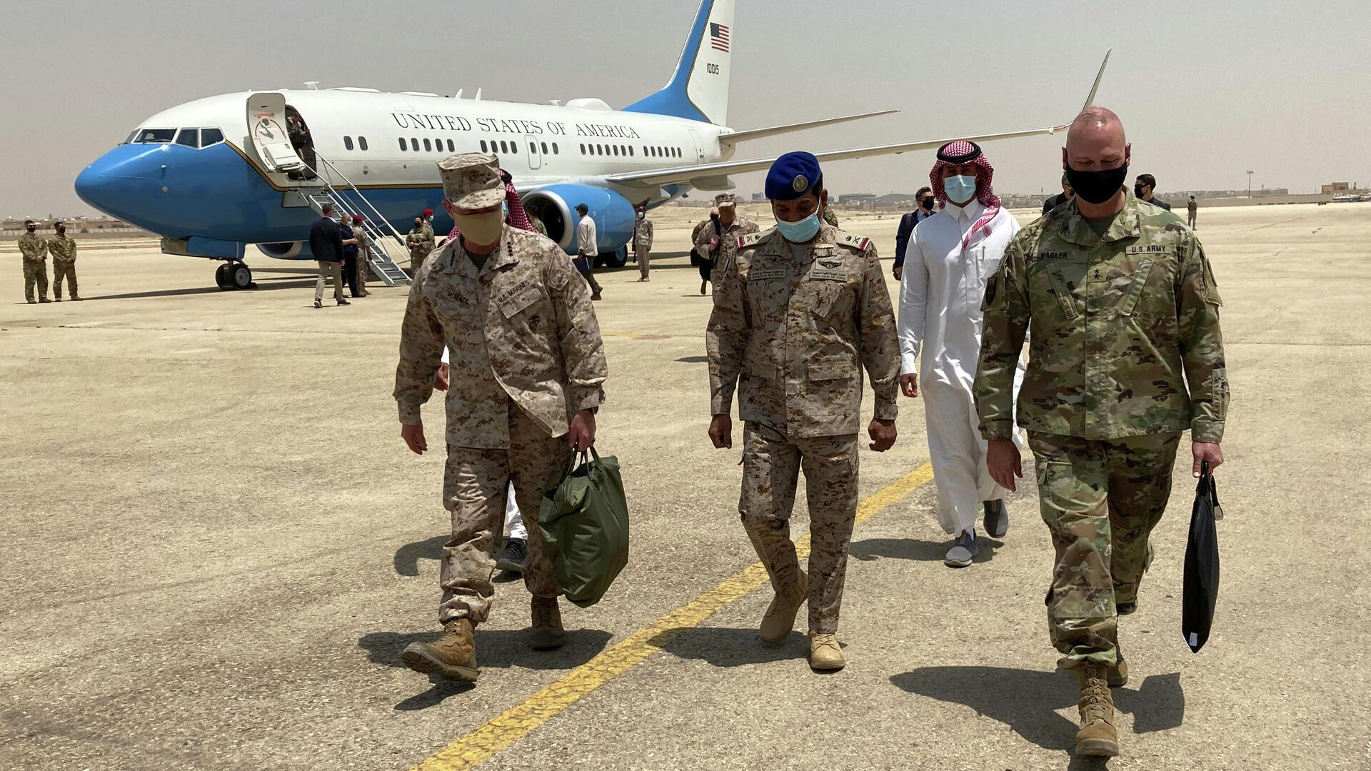 Глава Центрального командования США генерал Фрэнк Маккензи во время визита в Саудовскую Аравию - РИА Новости, 1920, 15.06.2021