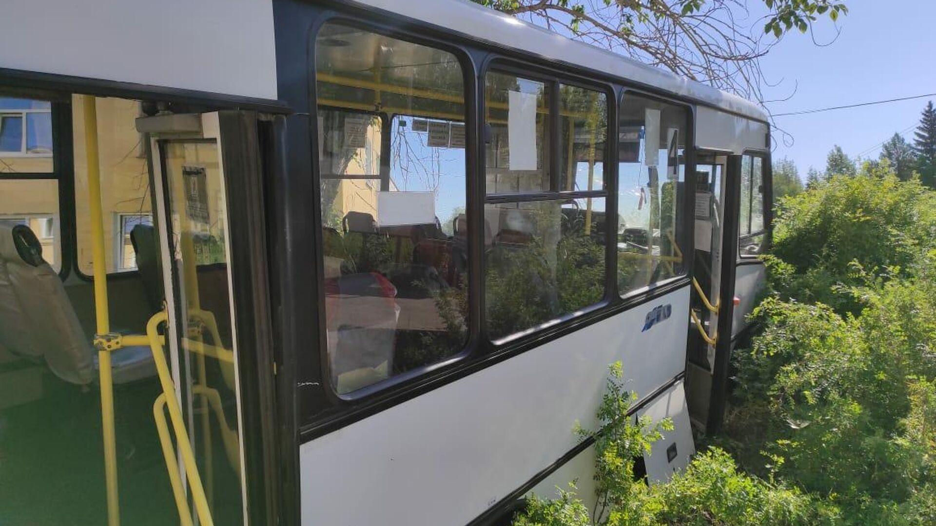 ДТП с автобусом в городе Лесной Свердловской области - РИА Новости, 1920, 11.06.2021