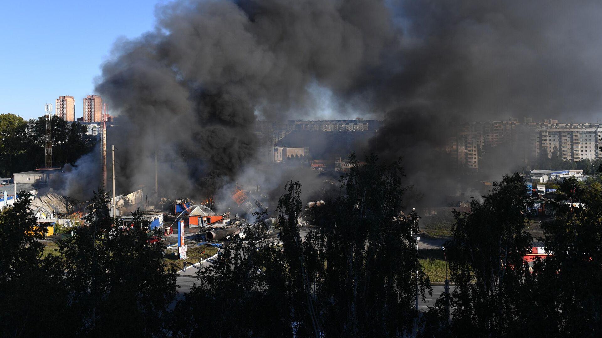 Автозаправка горит в Новосибирске - РИА Новости, 1920, 14.06.2021