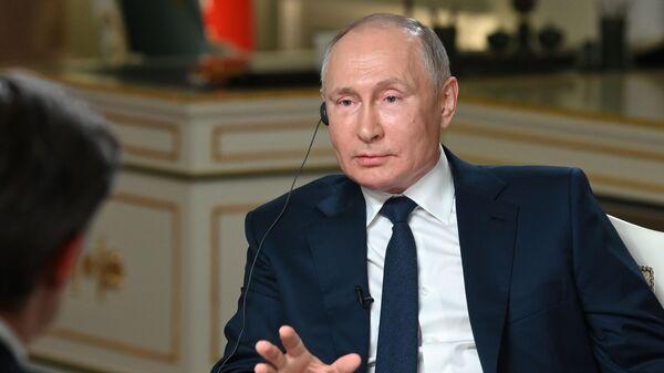 Президент РФ Владимир Путин отвечает на вопросы журналиста телекомпании NBC Кира Симмонса