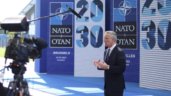 Генеральный секретарь НАТО Йенс Столтенберг проводит пресс-конференцию перед саммитом НАТО в Брюсселе