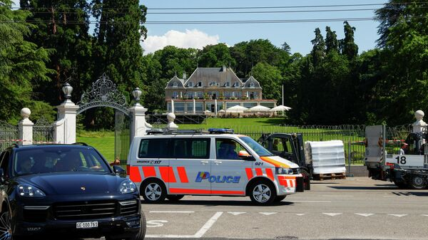 Приготовления на вилле La Grange, где запланирована встреча президента США Джо Байдена и президента России Владимира Путина