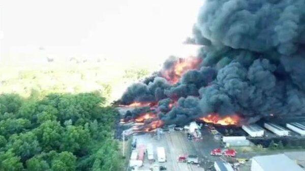 Химический завод Chemtool горит в Роктоне в США. Кадры ЧП