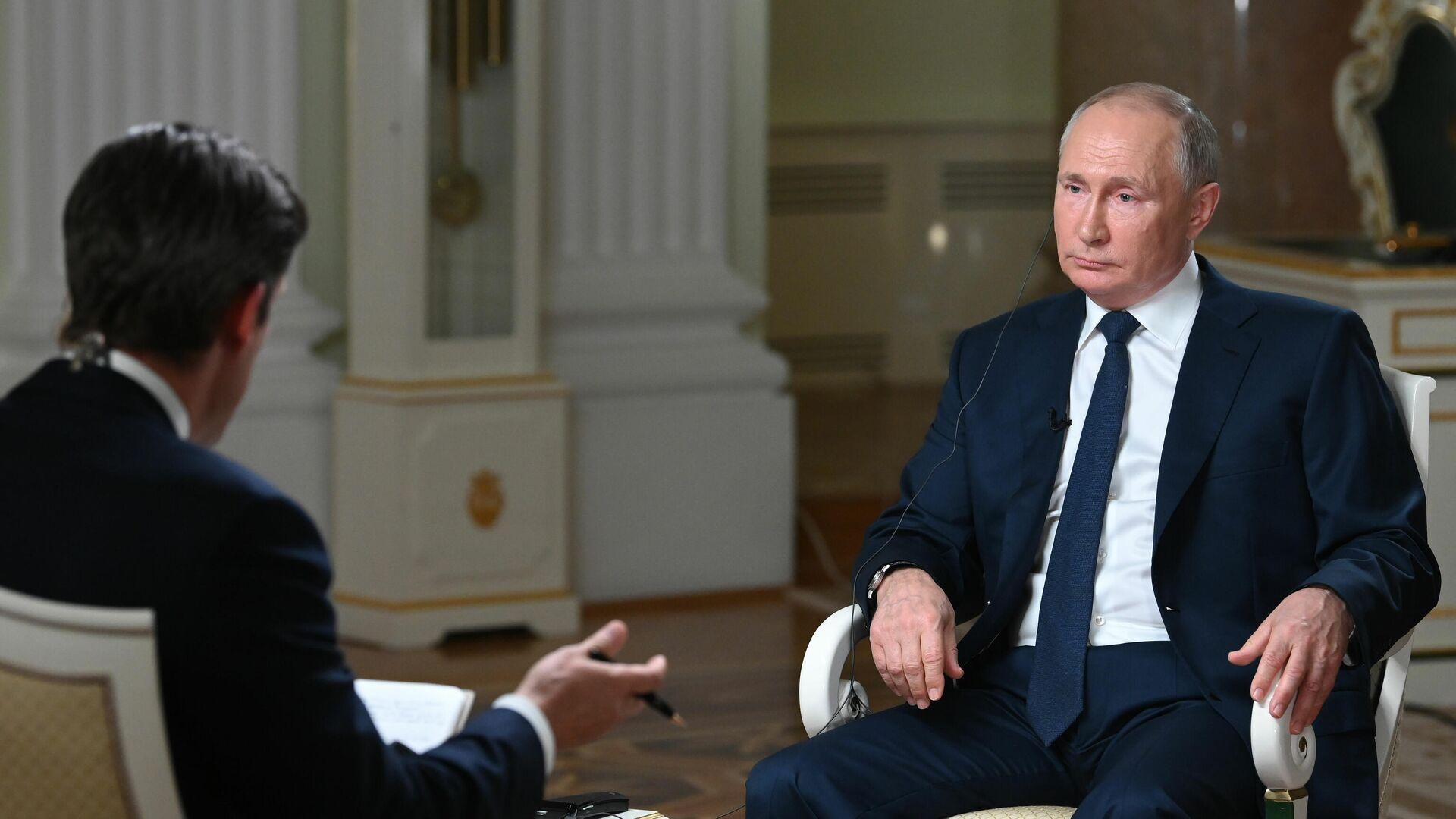 Президент РФ Владимир Путин отвечает на вопросы журналиста телекомпании NBC Кира Симмонса - РИА Новости, 1920, 15.06.2021