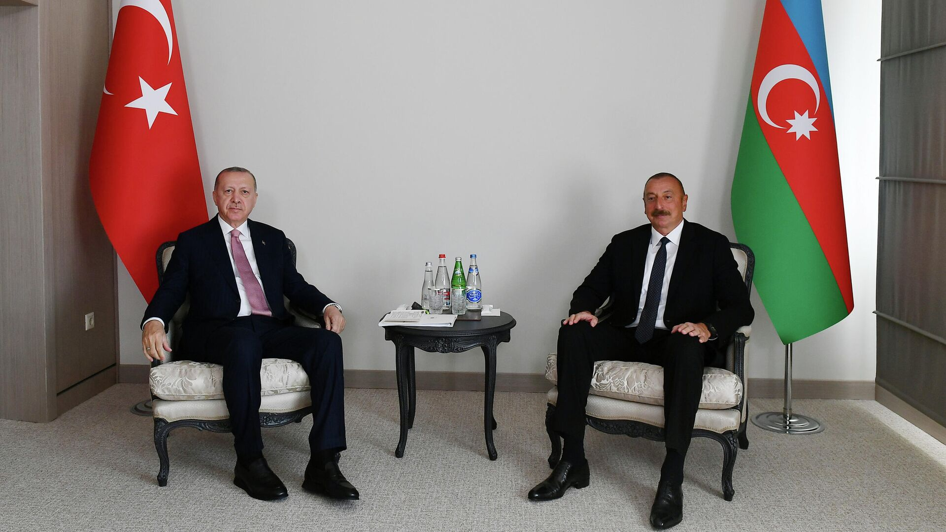 Президент Турции Реджеп Тайип Эрдоган  и президент Азербайджана Ильхам Алиев во время встречи в Шуше - РИА Новости, 1920, 16.06.2021