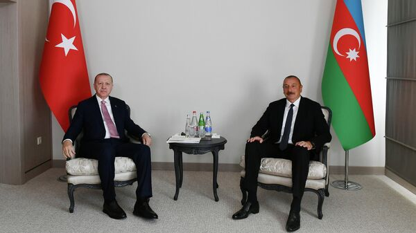 Президент Турции Реджеп Тайип Эрдоган  и президент Азербайджана Ильхам Алиев во время встречи в Шуше