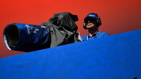 Оператор перед началом футбольного матча