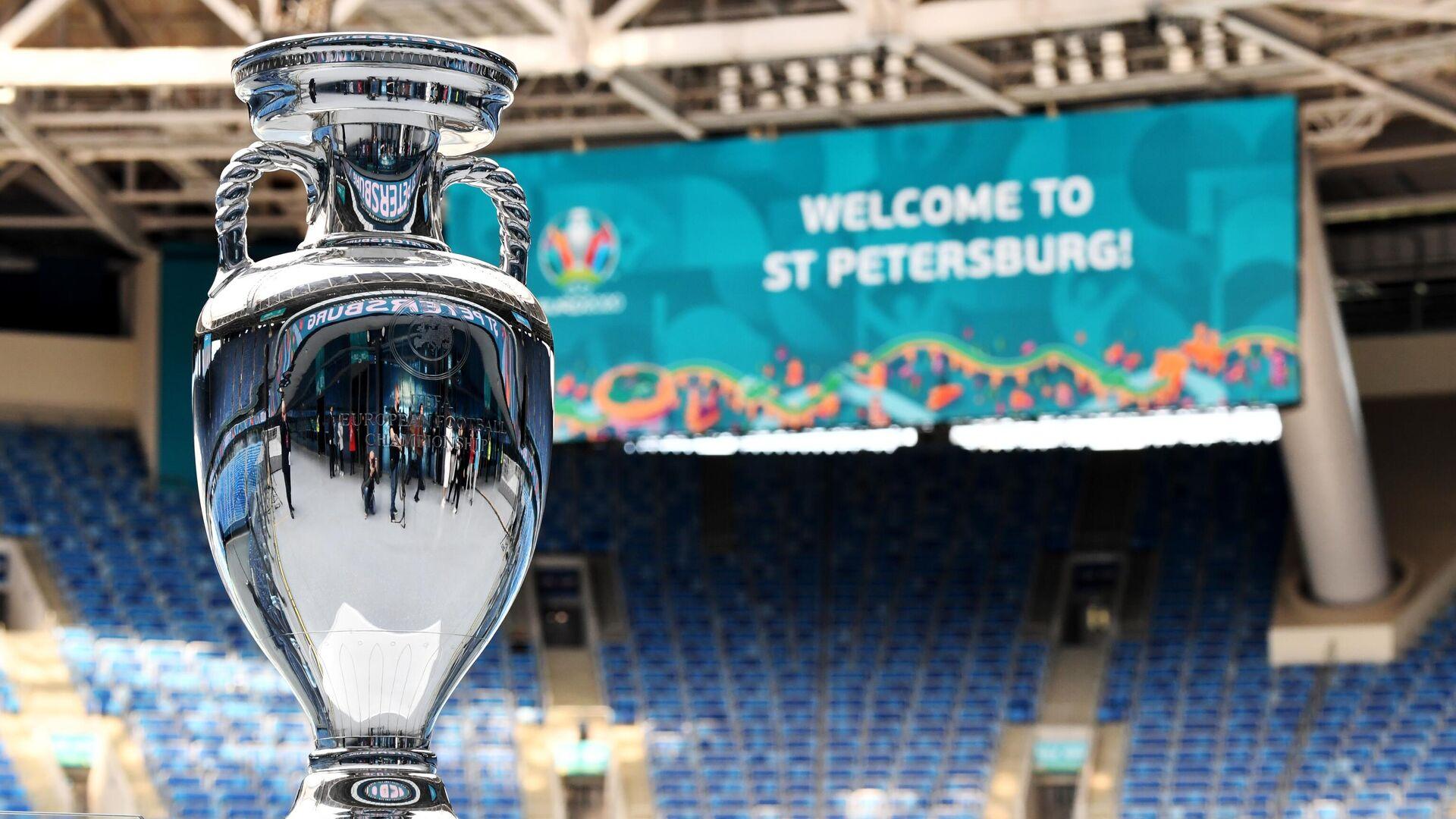 Кубок Европы по футболу представлен в Санкт-Петербурге - РИА Новости, 1920, 16.06.2021