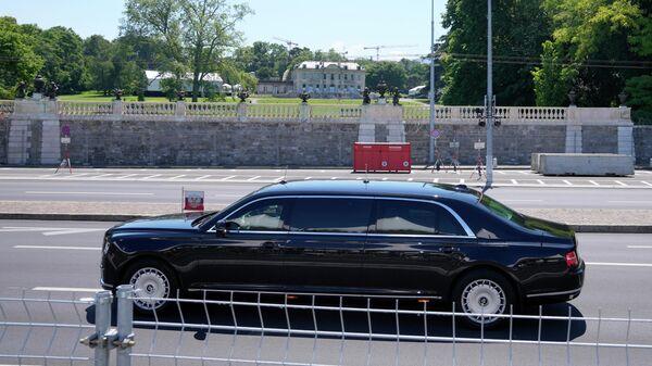 Автомобиль Aurus кортежа президента РФ Владимира Путина в Женеве