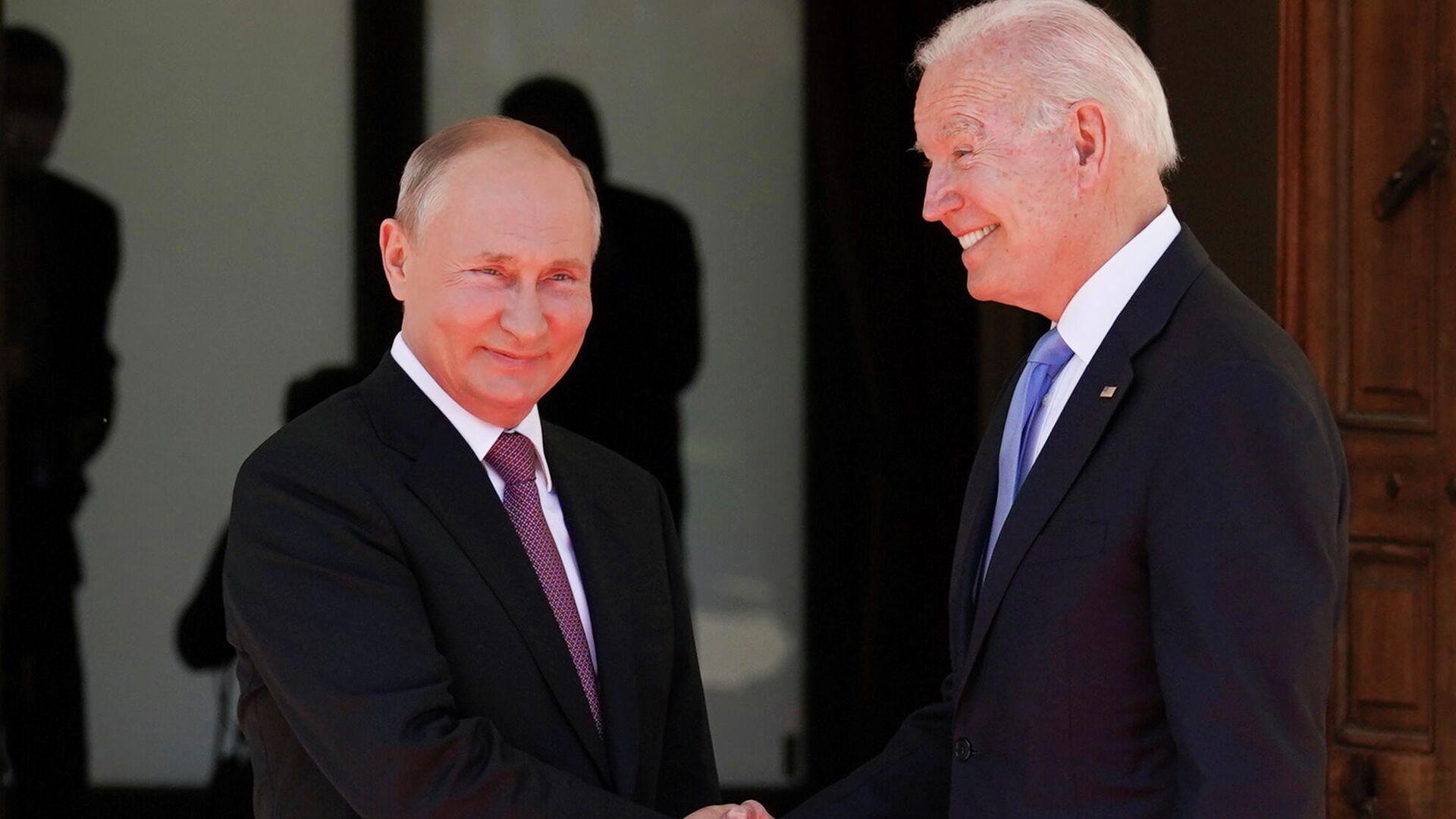 Президент РФ Владимир Путин и президент США Джо Байден во время встречи на вилле Ла Гранж в Женеве - РИА Новости, 1920, 16.06.2021