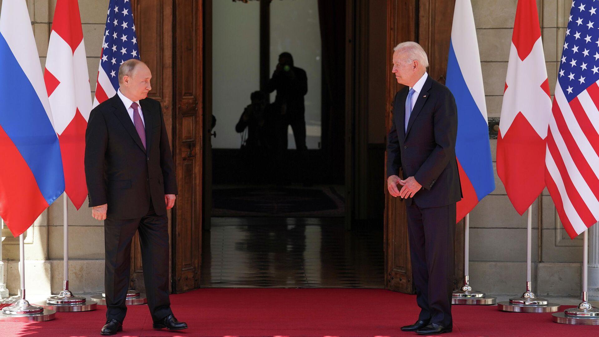 Президент РФ Владимир Путин и президент США Джо Байден во время встречи на вилле Ла Гранж в Женеве - РИА Новости, 1920, 17.06.2021
