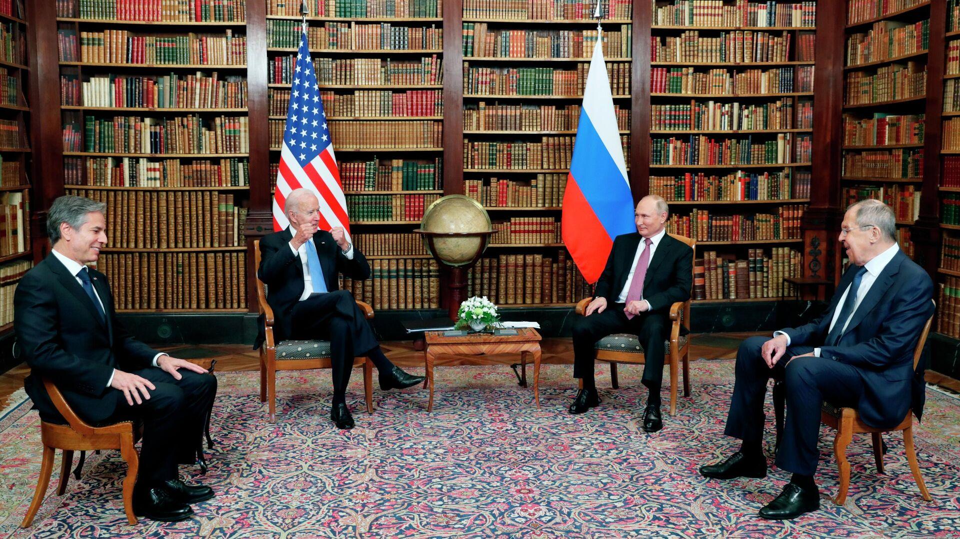 Президент РФ Владимир Путин и президент США Джо Байден во время встречи в Женеве на вилле Ла Гранж - РИА Новости, 1920, 29.06.2021