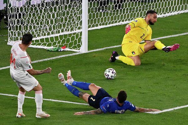Игровой момент матча Италия - Швейцария