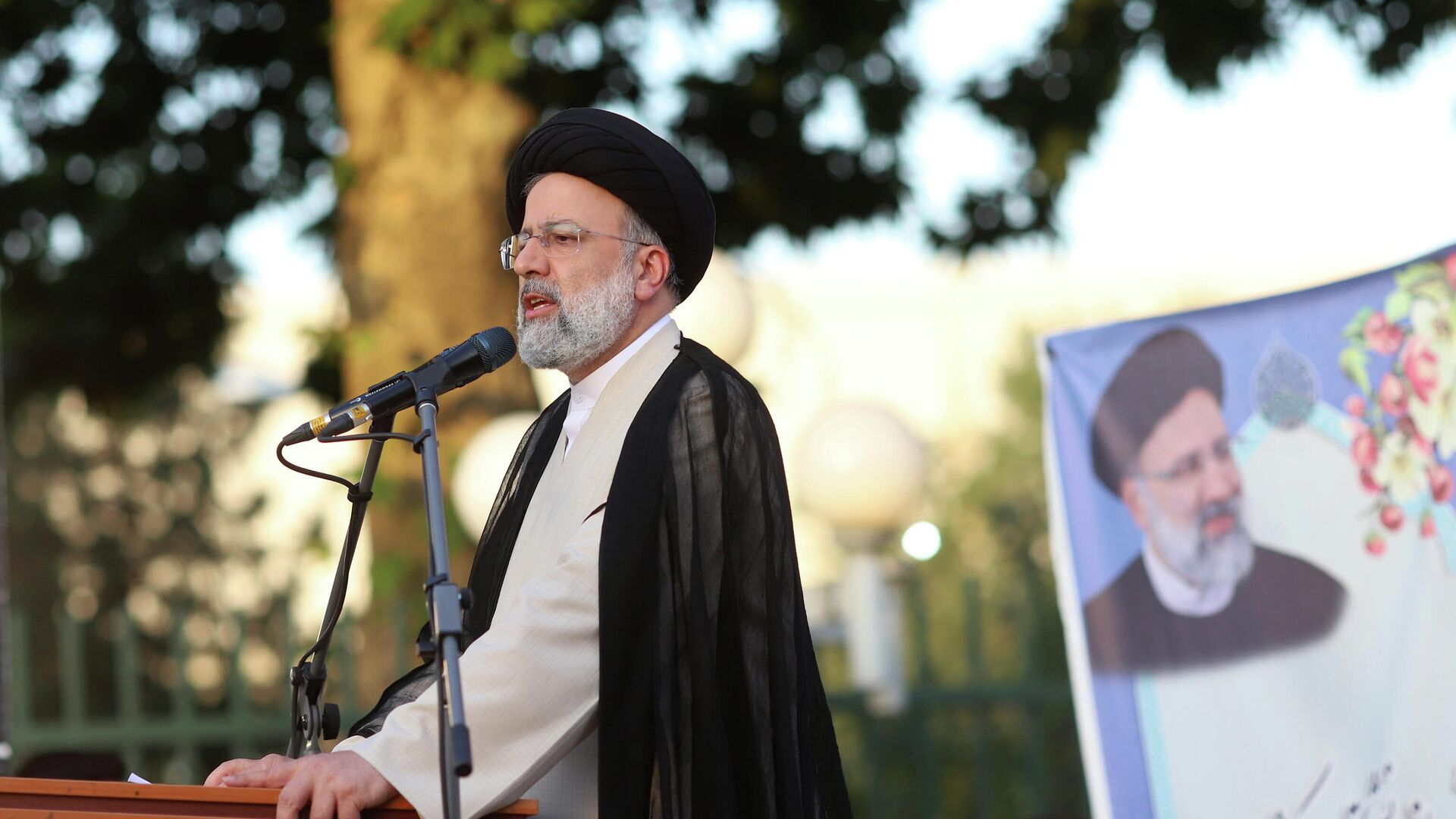 Кандидат в президенты Ирана Ибрахим Раиси во время предвыборного митинга в Тегеране - РИА Новости, 1920, 19.06.2021