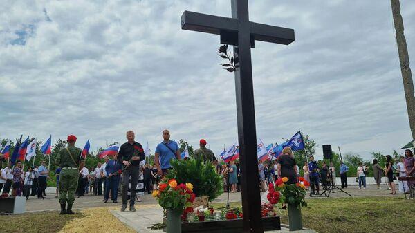 Митинг-реквием памяти погибших в 2014 году Игоря Корнелюка и Антона Волошина в ЛНР
