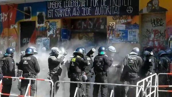 Полиция Берлина штурмует дом, где живут леворадикалы