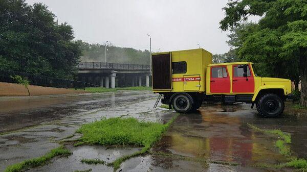 Газовая служба на месте взрыва на газопроводе в Луганске