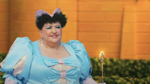 Полина Соколова в клипе группы Little Big - Everybody