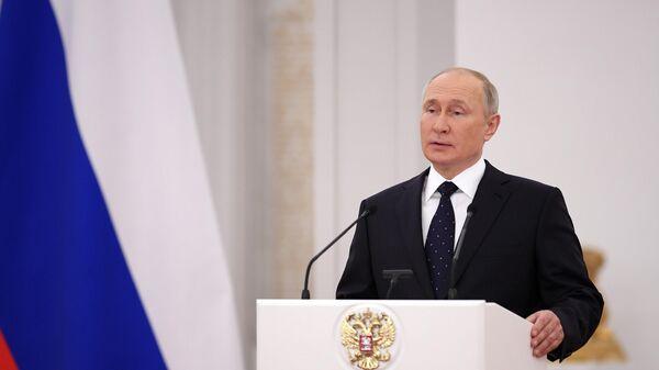 Президент РФ Владимир Путин во время встречи с депутатами Государственной Думы РФ седьмого созыва
