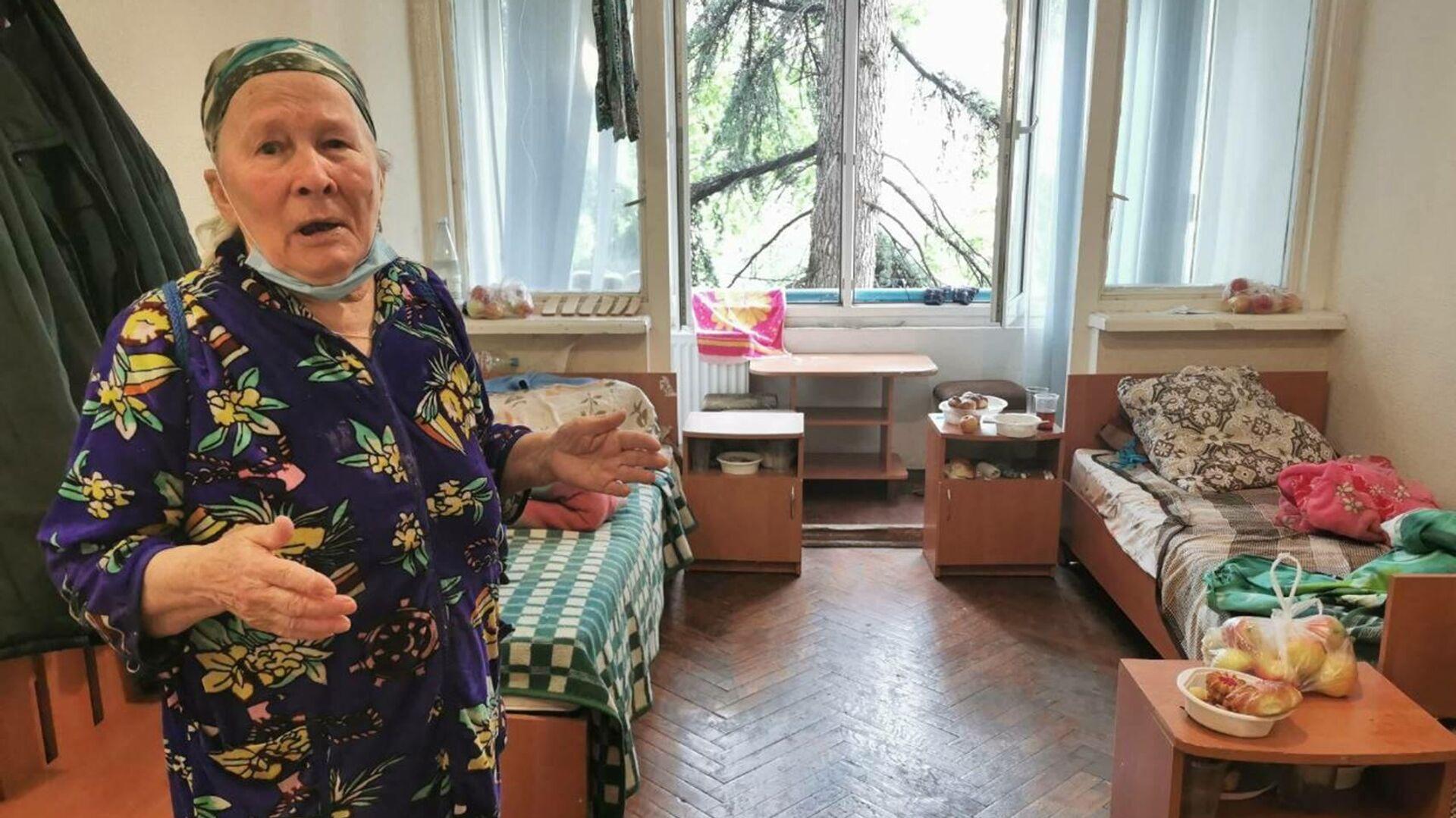 Пострадавшая от наводнения жительница Ялты Фаина Путинцева - РИА Новости, 1920, 23.06.2021