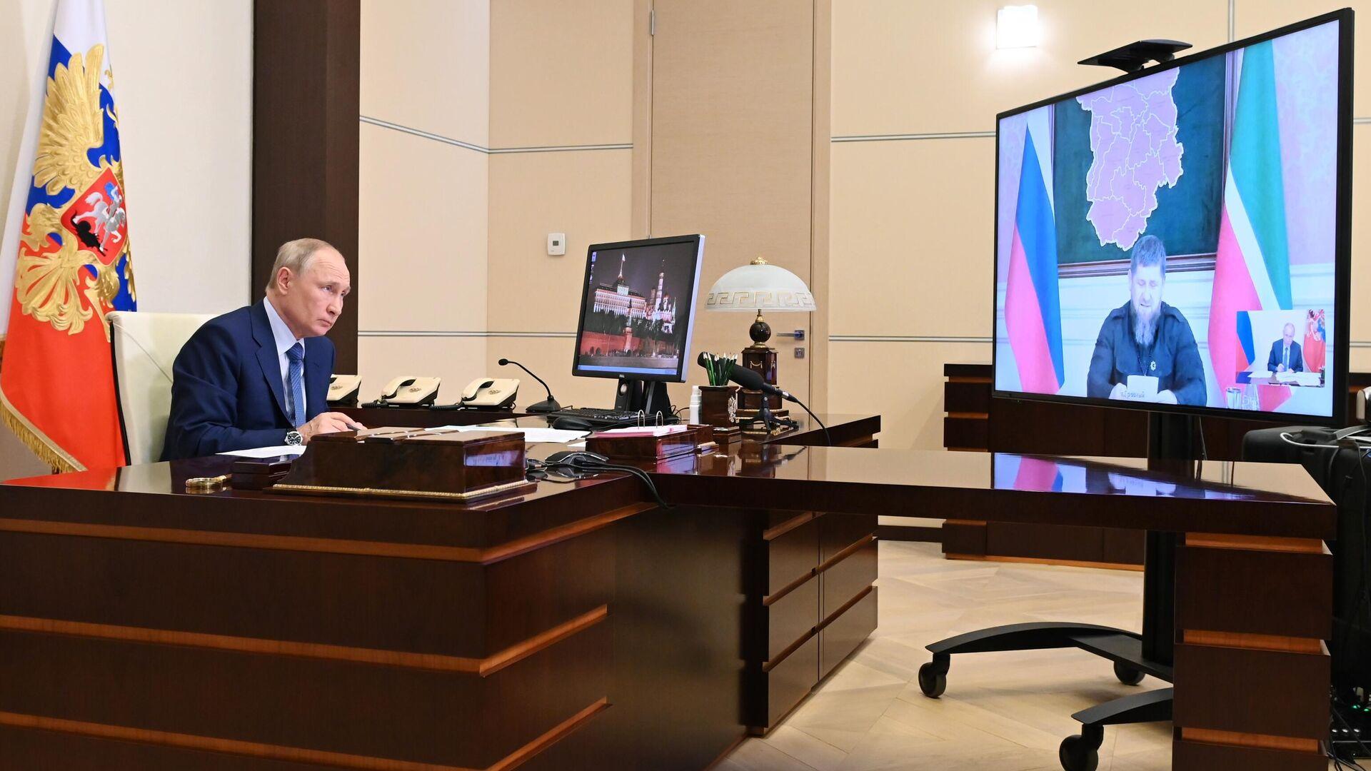 Президент РФ Владимир Путин во время рабочей встречи в режиме видеоконференции с главой Чеченской Республики Рамзаном Кадыровым - РИА Новости, 1920, 23.06.2021
