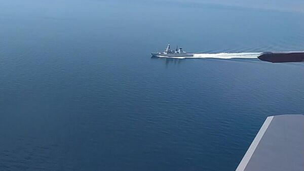 Эсминец Defender ВМС Великобритании в районе мыса Фиолент. Стоп-кадр видео