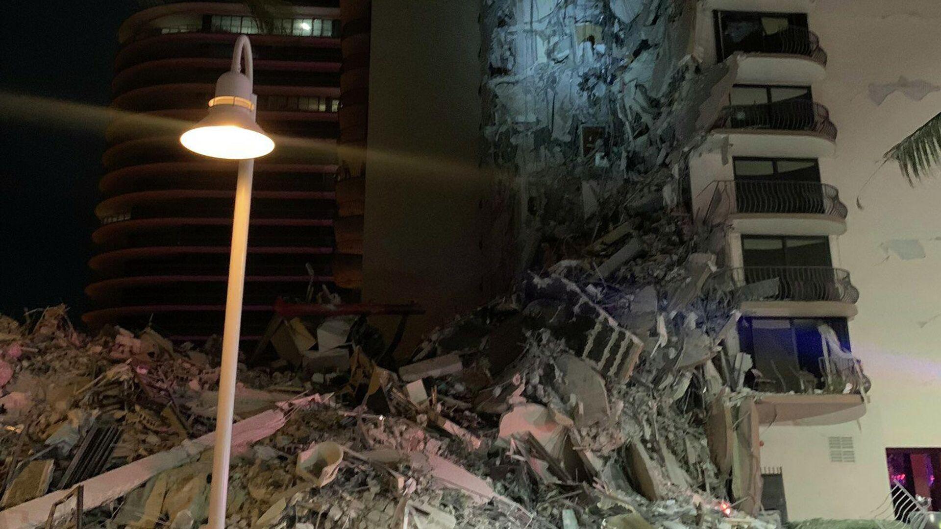 Частичное обрушение здания в городе Серфсайд под Майами (Флорида), США - РИА Новости, 1920, 24.06.2021