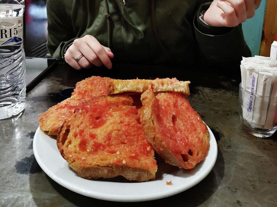 Пан кон томате в каталонском ресторане