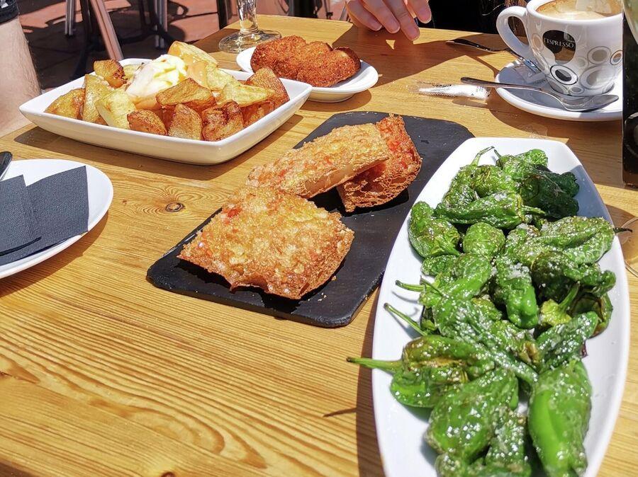 Типичный обед с тапас и пан кон томате