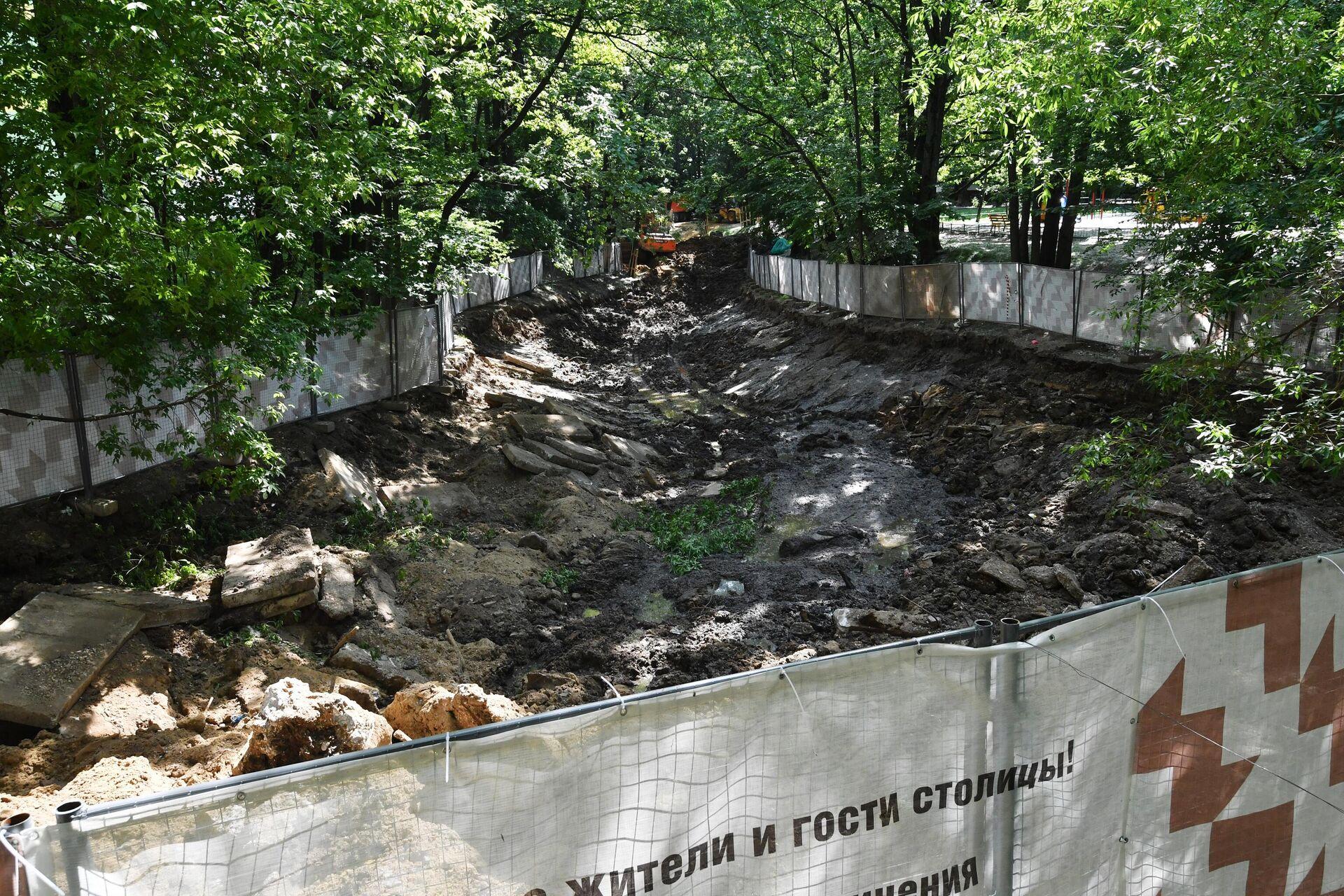 Высушенный пруд на Юго-Западе Москвы - РИА Новости, 1920, 25.06.2021