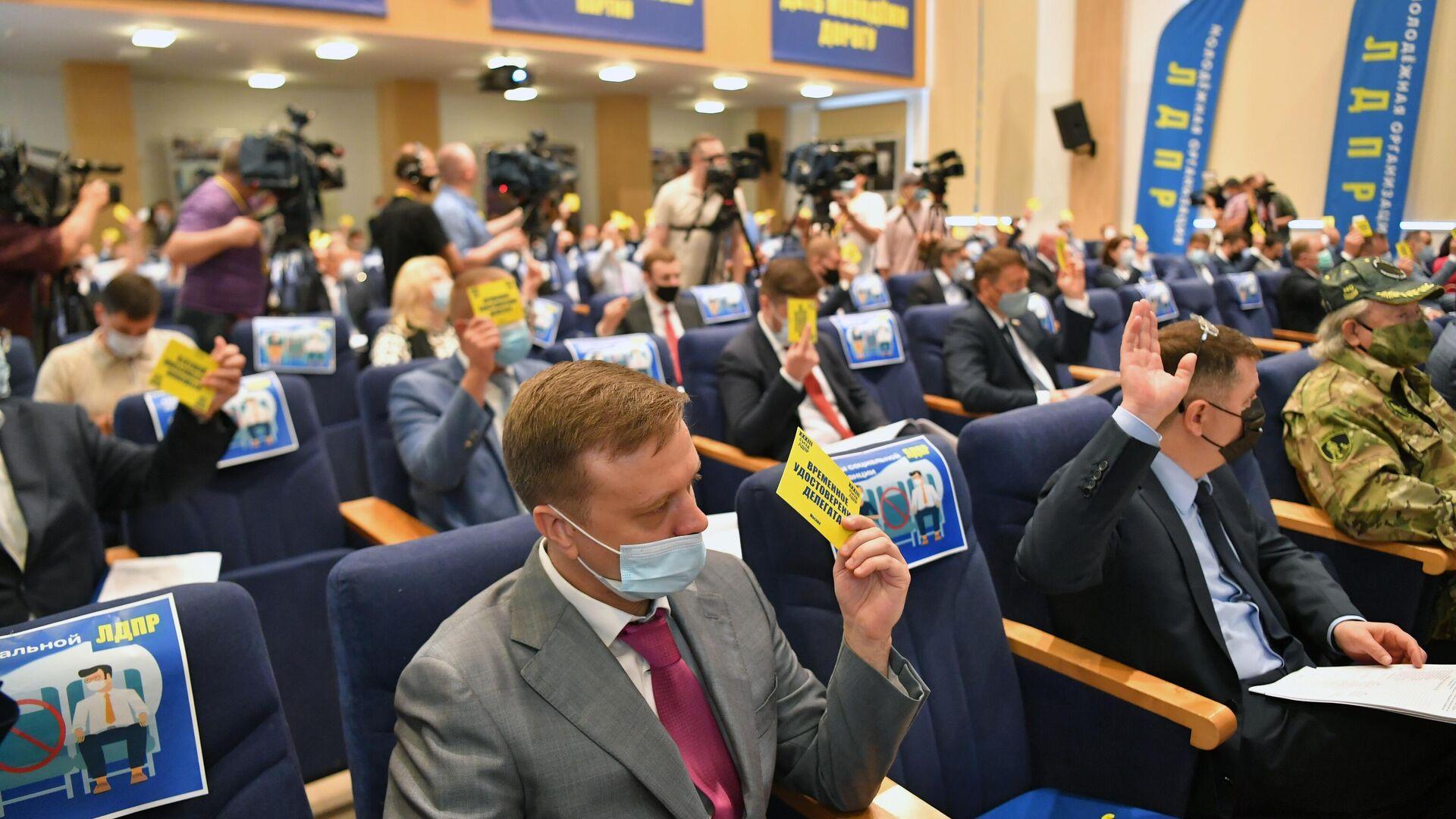 Шлосберга и Кузьмина восстановили на выборах в псковское заксобрание